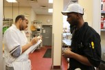 Chef Antwain Lee answers questions from a student. (Lily Qi/Medill)