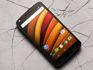 The Motorola Moto X Force comes with a Shatterproof QHD Display