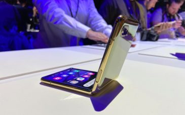 Samsung finally brings the Galaxy Z Flip to us, and it is glorious