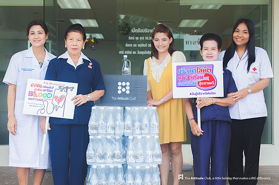 ดิ แอทติจูด คลับ สนับสนุนน้ำดื่ม 300 ขวด ให้ ภาคบริการโลหิตแห่งชาติ จ.ภูเก็ต