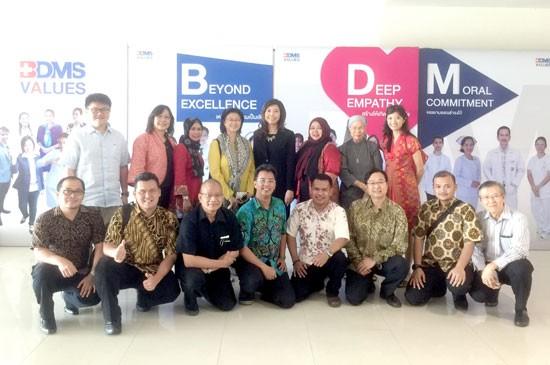 พญ.ลลิตา กองสีหา รองผู้อำนวยการโรงพยาบาลกรุงเทพภูเก็ต นำทีมผู้จัดการฝ่าย หัวหน้าแผนกและเจ้าหน้าที่โรงพยาบาล ร่วมให้การต้อนรับคณะแพทย์จาก PT HCM Excellence ประเทศอินโดนีเซีย