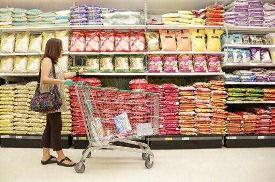เทสโก้ โลตัส ลดราคาข้าวสารยกแผนก  เทียบเท่าราคาขายส่ง ถูกกว่าเดิมสูงสุดเกือบ 40% ตรึงราคาต่ำตลอดทั้งปีเพื่อช่วยลูกค้าประหยัด