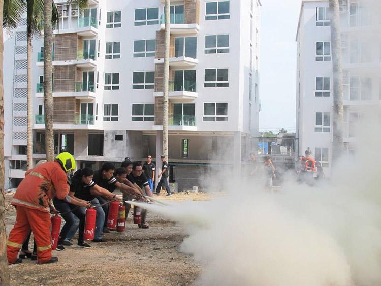 บริษัท เอ็มเมอรัลด์ ดีเวลลอปเม้นท์ กรุ๊ป จัดอบรมฝึกซ้อมดับเพลิงเบื้องต้น