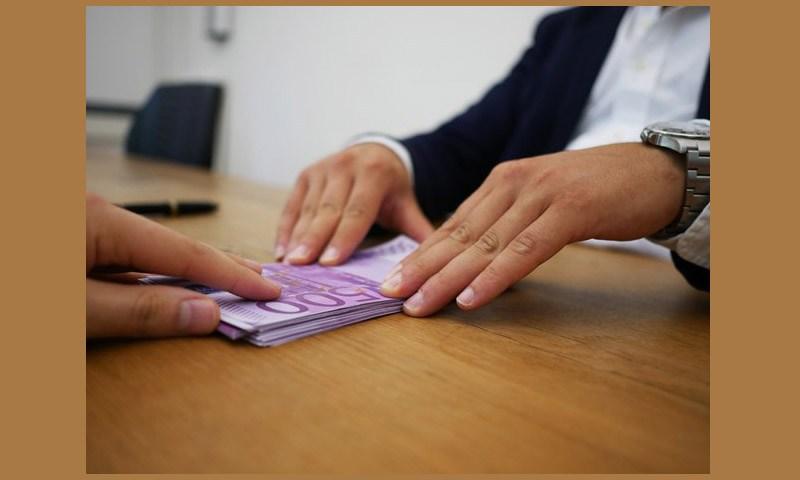 เปรียบเทียบกันจะๆ กู้เงินสดดีกว่าใช้บัตรกดเงินสดยังไง