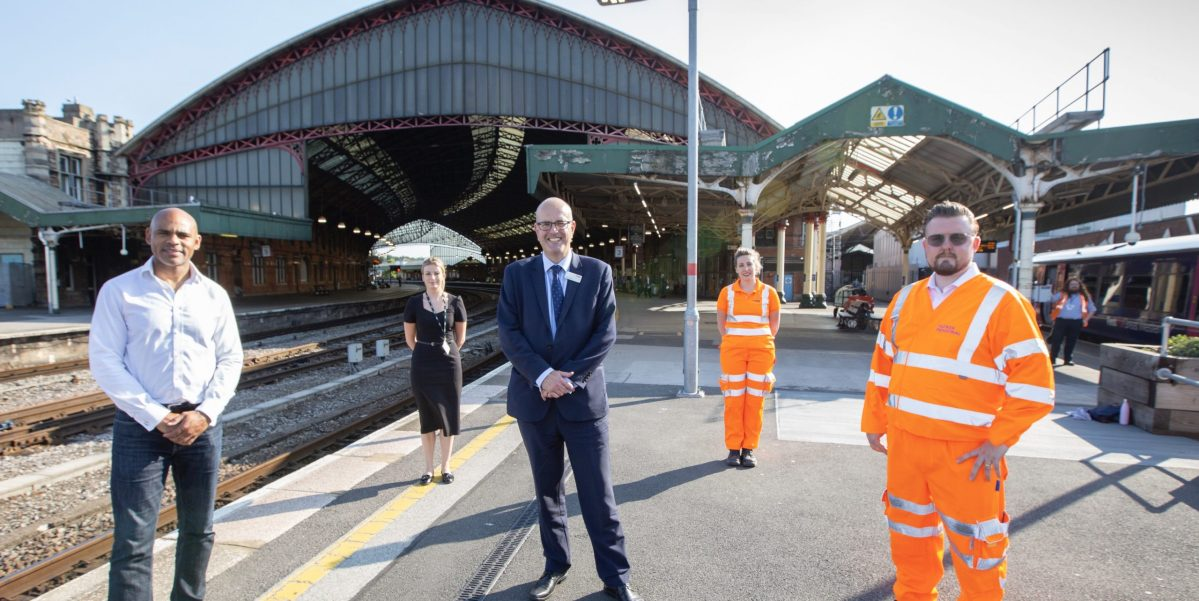 Contract signing kick-starts a cleaner, brighter future for Bristol passengers