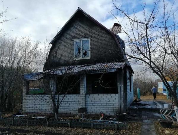 На пожаре в даче под Энгельсом погиб 41-летний мужчина