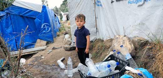 Junge im Flüchtlingslager Moria auf der griechischen Insel Lesbos