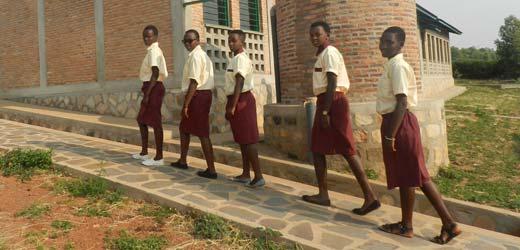 Schülerinnen in Burundi