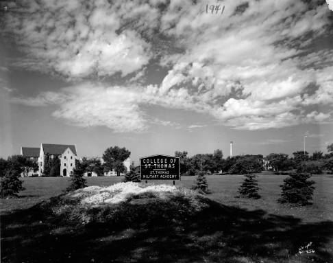 A metal College of St. Thomas sign in 1941.
