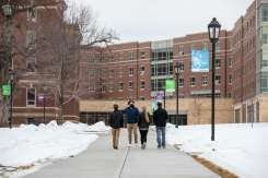 A Tommie Ambassador guides a family through campus. Mark Brown/University of St. Thomas