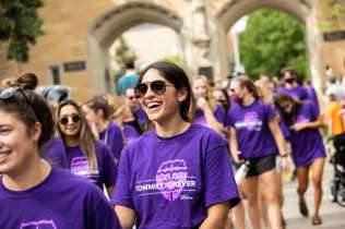 Students walk toward Summit Avenue during the annual March Out of the Arches event. Mark Brown/University of St. Thomas