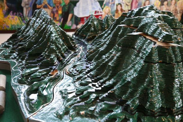 Mountain Range Diorama