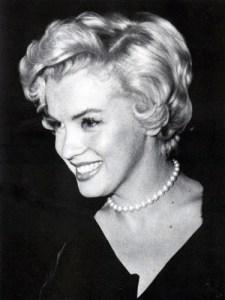 Marilyn Monroe wearing pearls