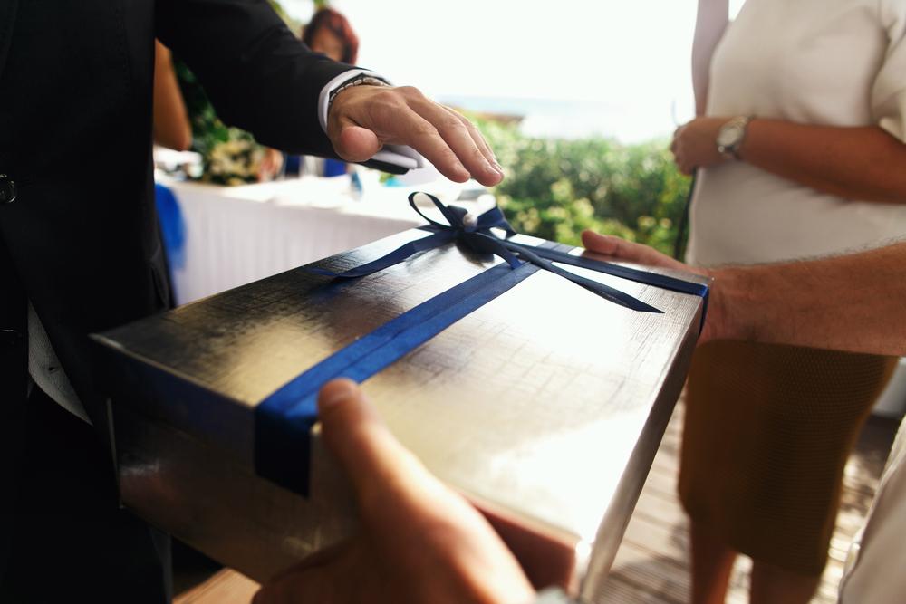 Wedding Gift Etiquette Thediamondstore Magazine