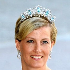 Article - Aquamarine Jewellery from Birthstones to Royal Tiaras