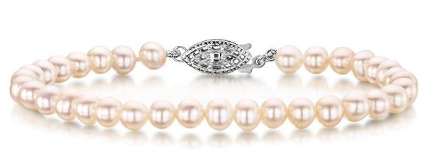 Best Gifts for Mum - Pearl Bracelet