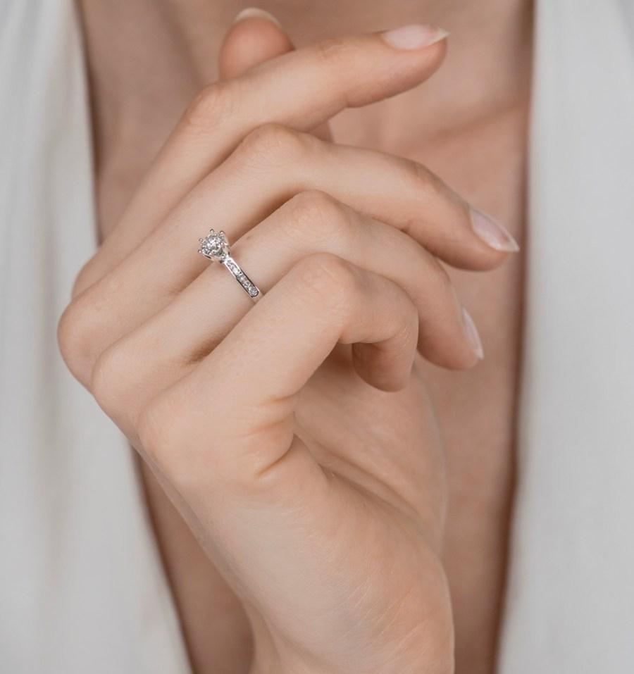 1 carat GIA diamond ring uk