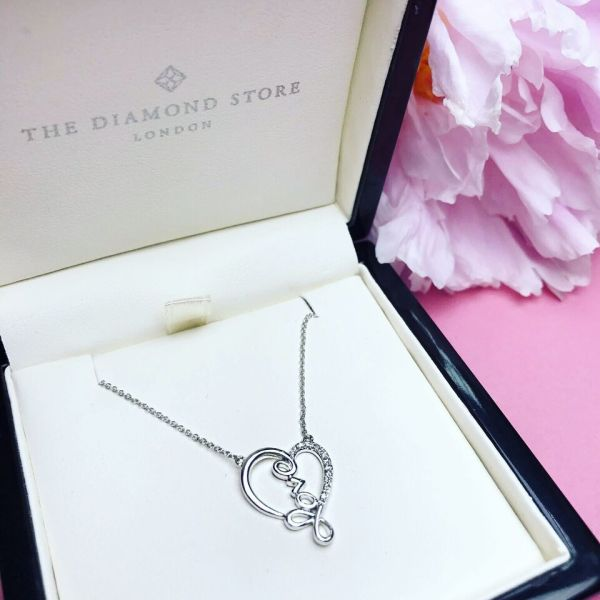 5 Brilliant August Birthday Gift Ideas - Diamond Necklaces