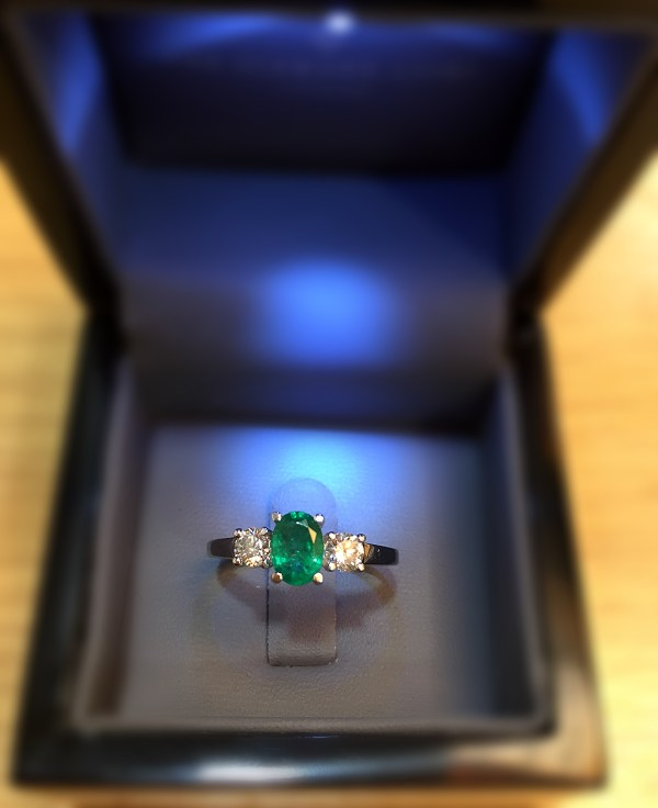 These are the 10 best emerald rings in the UK - Emerald diamond trilogy ring