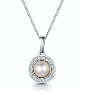 How to Choose a Diamond Necklace or Pendant