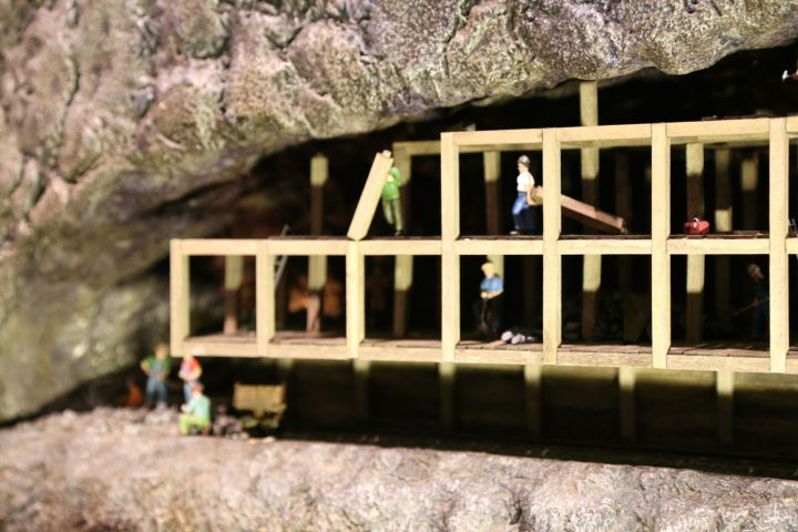 Constructing scaffolding in the Mega Mine