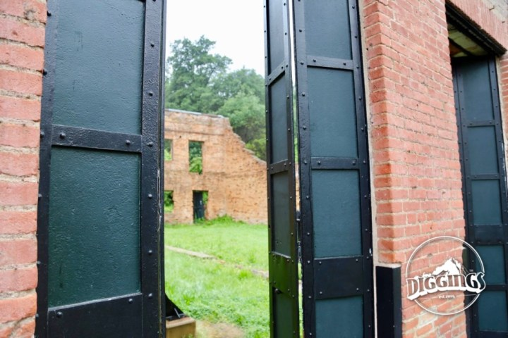 Brick walls and metal shutters typafy the construction of stores in Shasta after the town had already burnt down twice.