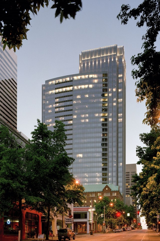 Seattle, Hines, Connectivity Wireless Solutions, Simplifi Wireless Group, Nuveen Real Estate, BOMA, Fourth and Madison,