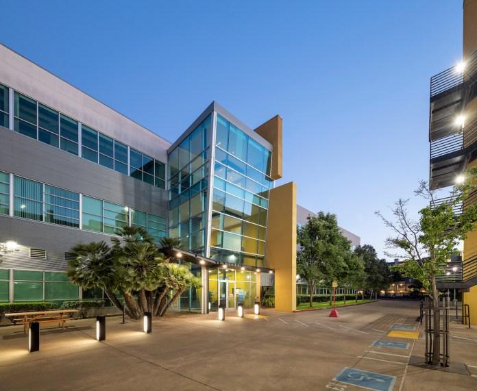 Hollis Business Center Emeryville Newmark BentallGreenOak Beacon Capital Partners BART Amtrak EmeryGoRound Bay Area