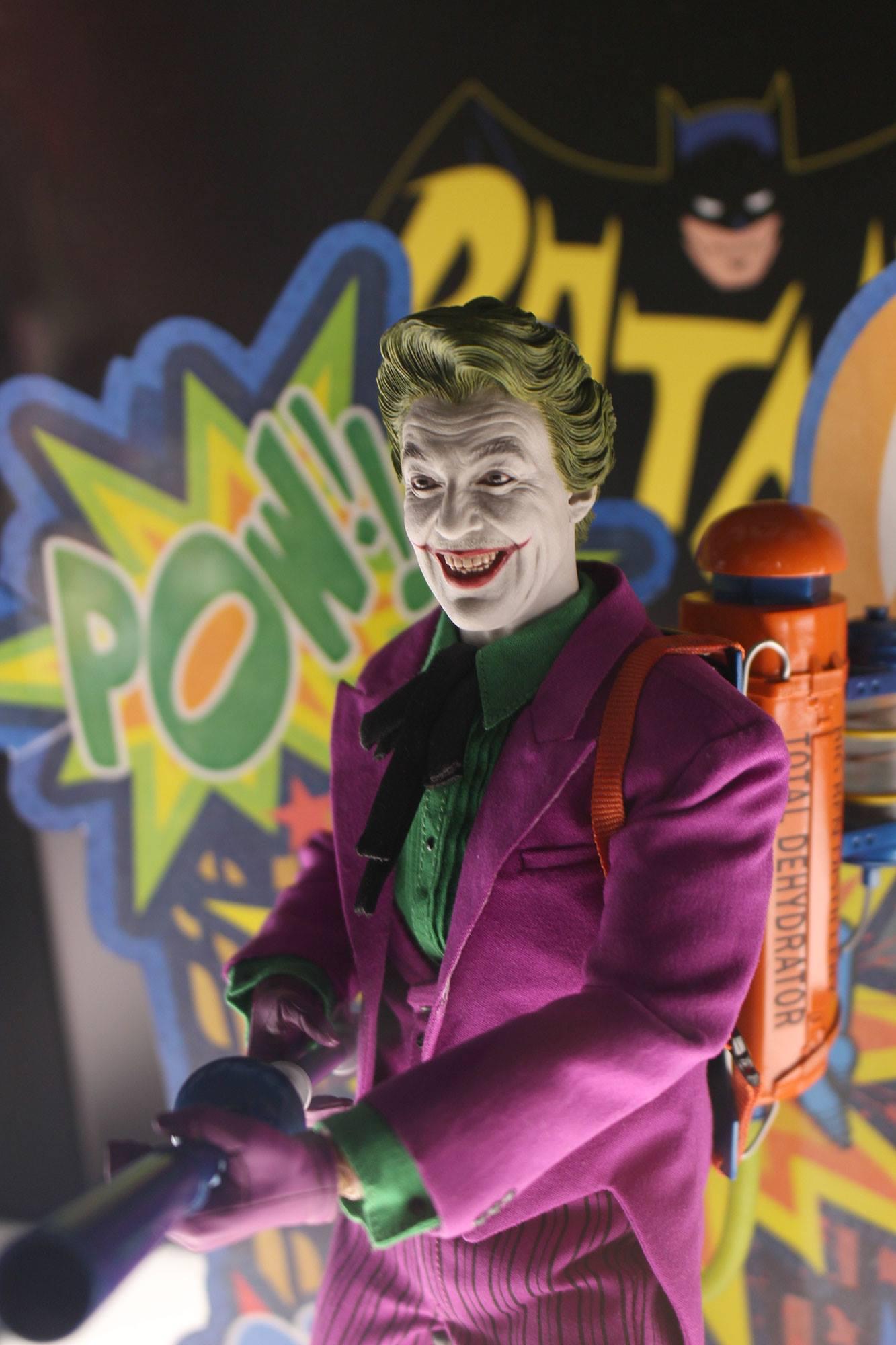 Joker Classic TV Hot Toys 002