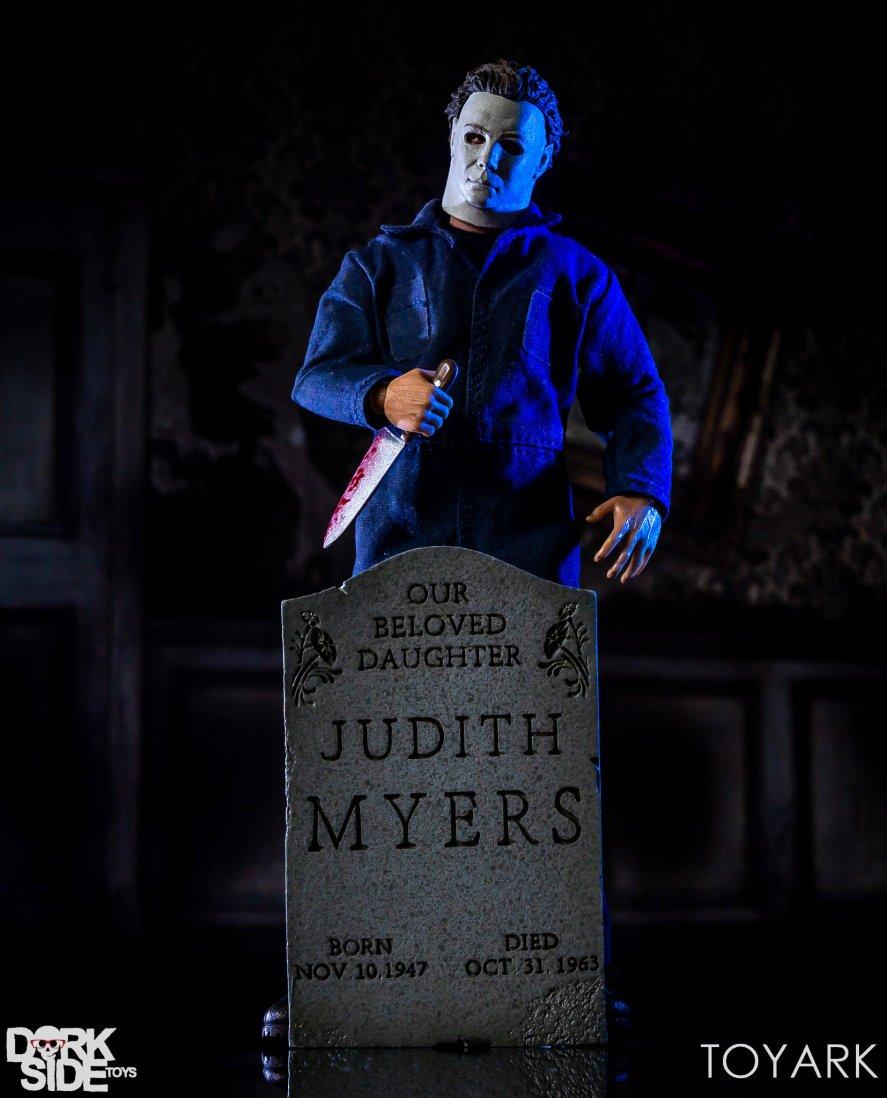 https://i1.wp.com/news.toyark.com/wp-content/uploads/sites/4/2018/10/Mezco-One12-Michael-Myers-042.jpg?resize=887%2C1098&ssl=1