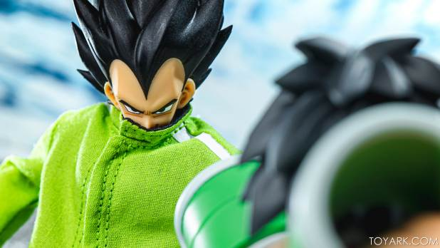 SHF Broly Base Form 023