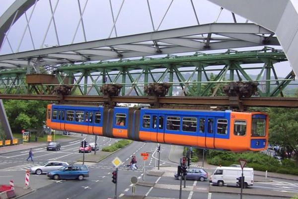 القطار المعلق Schwebebahn ـ فوبرتال، ألمانيا