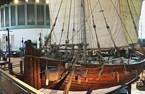 """سفينة """"جوهرة مسقط"""" في متحف الحياة البحرية والأكواريوم، منتجع """"ريزورتس وورلد سنتوسا""""، سنغافورة"""