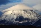 """سحابة فوق بركان """"كليوشيفسكايا"""" ، روسيا"""