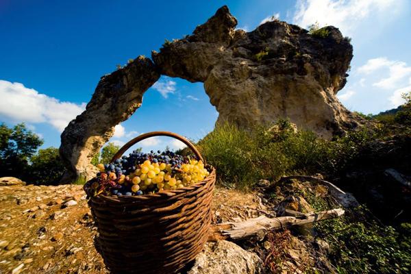 صخور جزيرة براك ـ كرواتيا