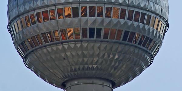قمة برج الإذاعة والتلفزيون في برلين