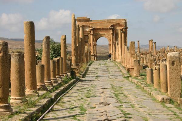 غوفي وتيمقاد Timgad_ruins__algeria