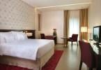 إحدى غرف فندق كوزموبوليتان في دبي