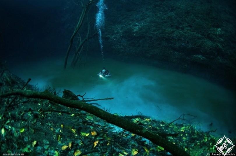 النهر تحت الماء في سينوتي أنجيليتا