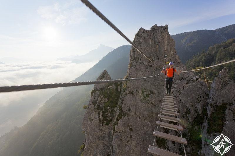 المشي في أعلى الفضاء بجبال الألب ، النمسا