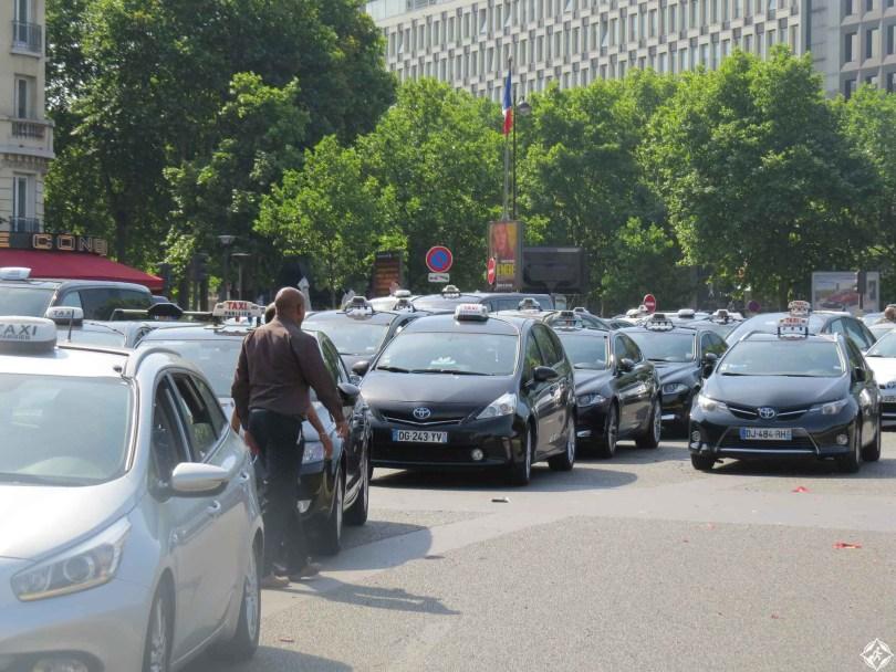التاكسي في باريس