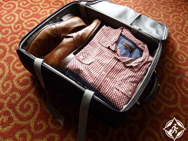 الاحذية في حقائب السفر