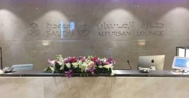 صالة فرسان الخطوط الجوية السعودية بمطار القاهرة الدولي