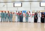 مطار دبي يستقبل الكويتيين بالورود احتفاءً بعيدهم الوطني