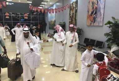 مطار جدة يستقبل المسافرين بالقهوة والشوكولاته والورود احتفاءاً بحلول عيد الفطر