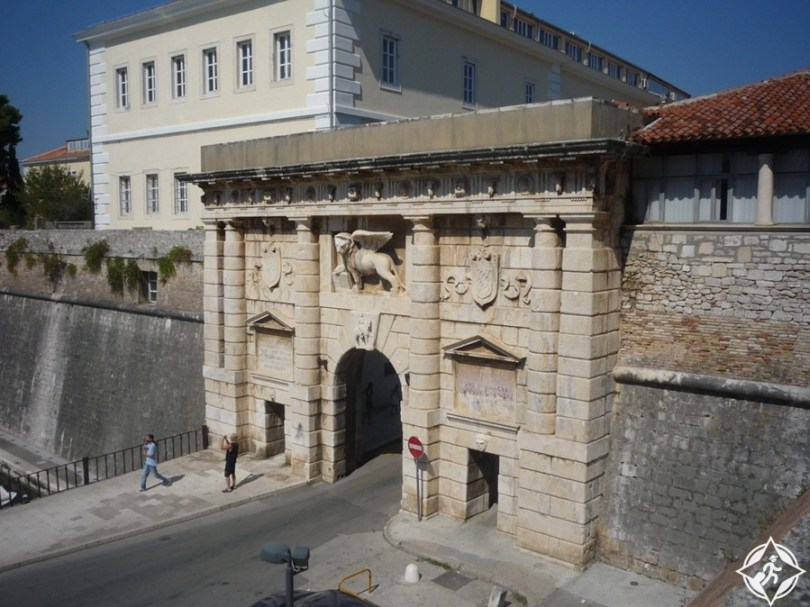 زادار - جدران المدينة والبوابات