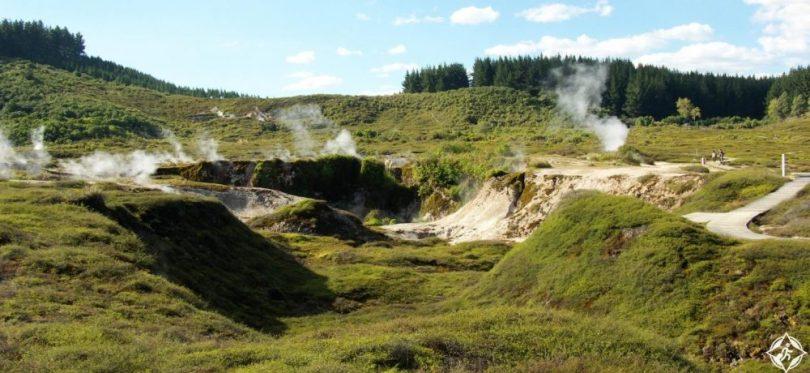 السياحة في تاوبو - حفر القمر