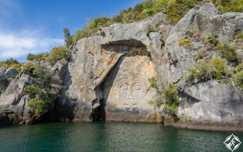 السياحة في تاوبو - صخرة مين باي ماوري