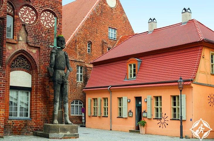 قاعة تاون وتمثال رولاند-ألمانيا-براندنبورغ آن دير هافيل