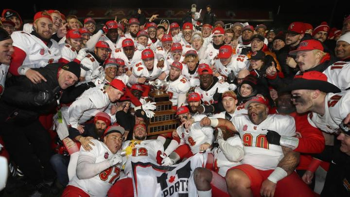 Dinos capture fifth Vanier Cup title in Quebec City   News   University of  Calgary